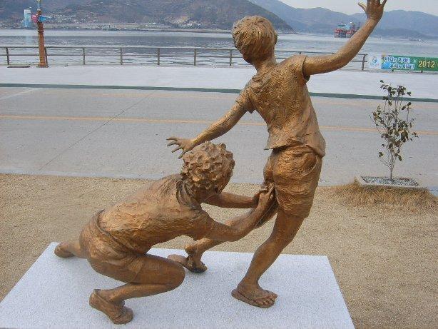Golden-kancho-statue