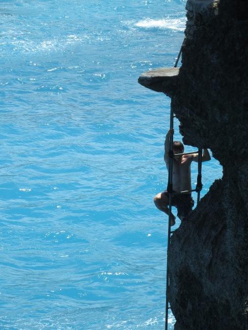 blue lagoon nusa ceningan bali cliff jumping
