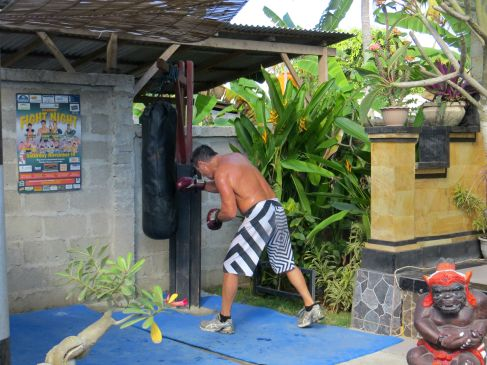 Welcome to my crappy Indonesian gym
