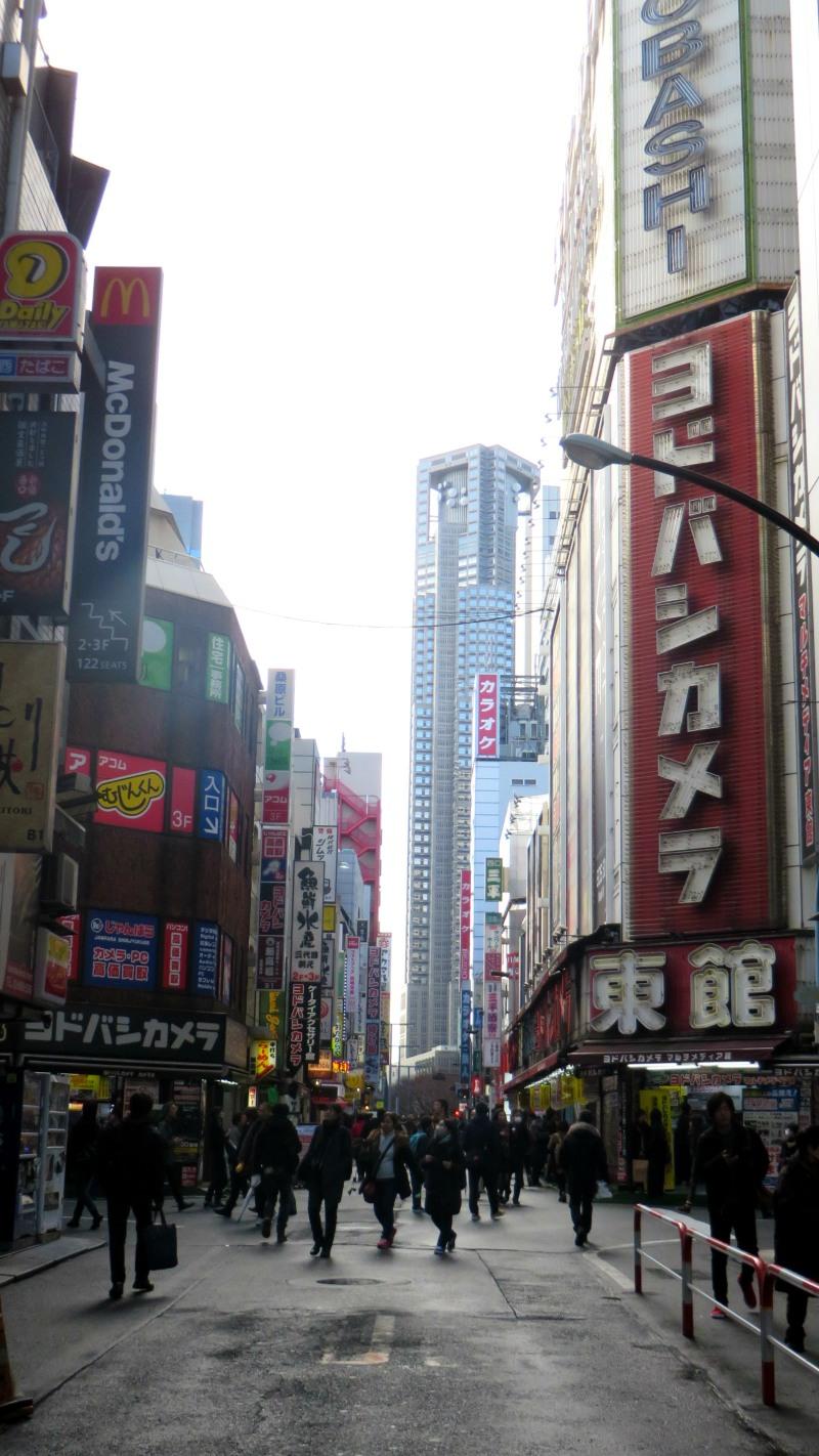 busy-street-shinjuku-tokyo