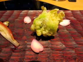 Fukinoto (butterbur bud) tempura