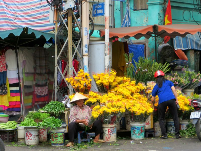 Flower seller Saigon