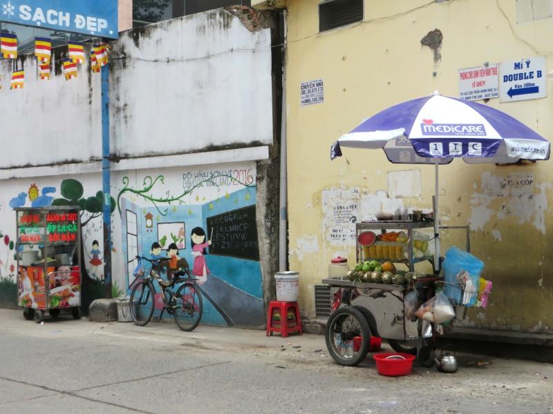 Saigon streets, lobve the ABC mural