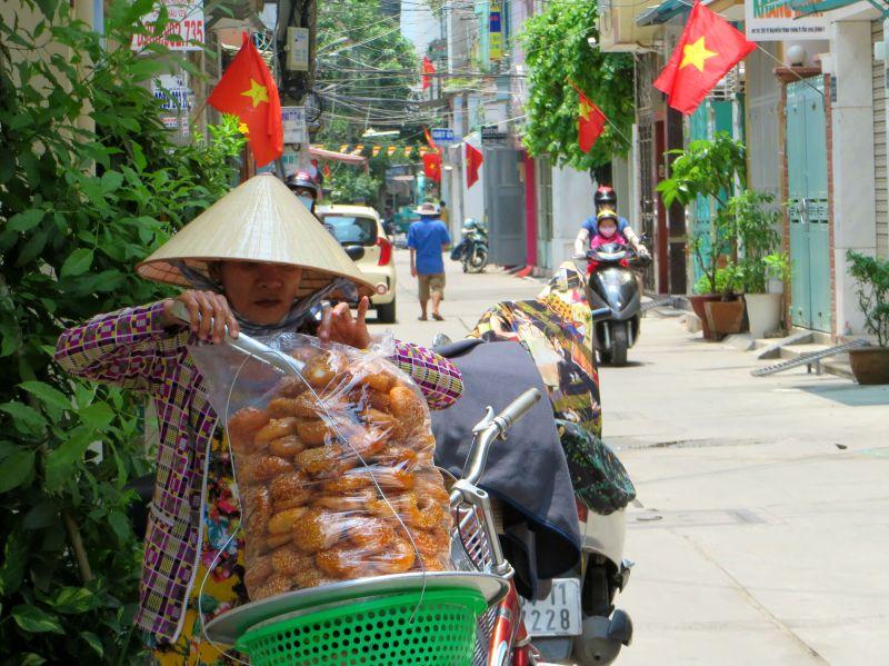 Street vendor, Tran Hung Dao