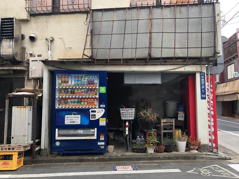 Rundown storefront tokyo