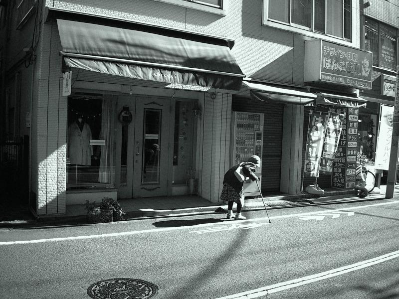 b&w Tokyo street scene monochrome old lady