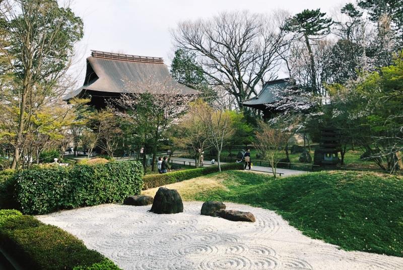 temple tokyo peaceful japan