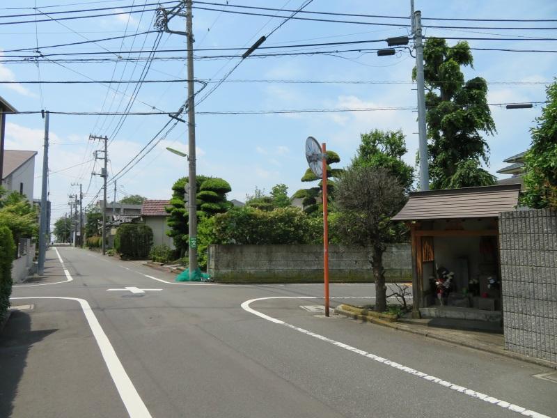 small street shrine tokyo japan neighbourhood