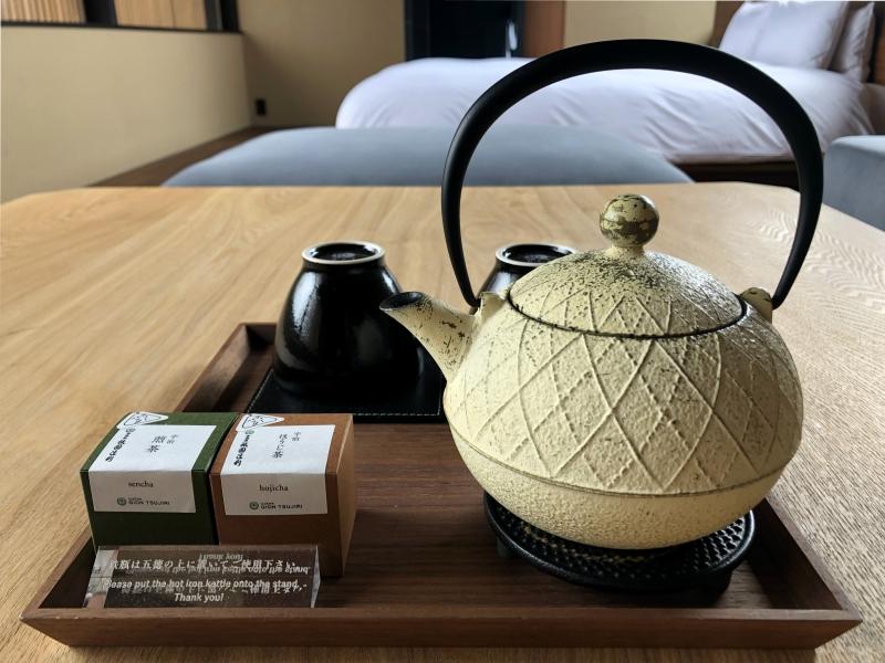 sowaka tea set in room